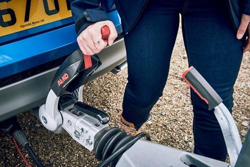 Hitching a caravan - release handle should click shut